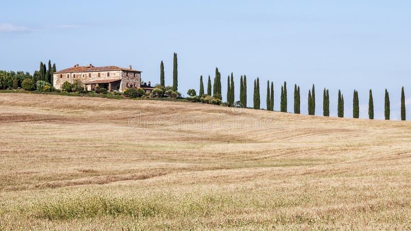 Bauernhaus in der Toskana-Landschaft lizenzfreie stockfotos