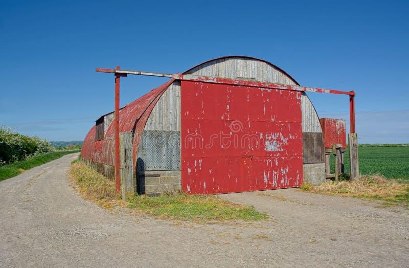 Bauernhofspeicher, rote H?tte WW2 Nissen Gro?britannien lizenzfreie stockfotografie