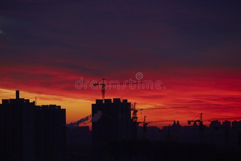Baufeld im Sonnenaufgang lizenzfreies stockfoto
