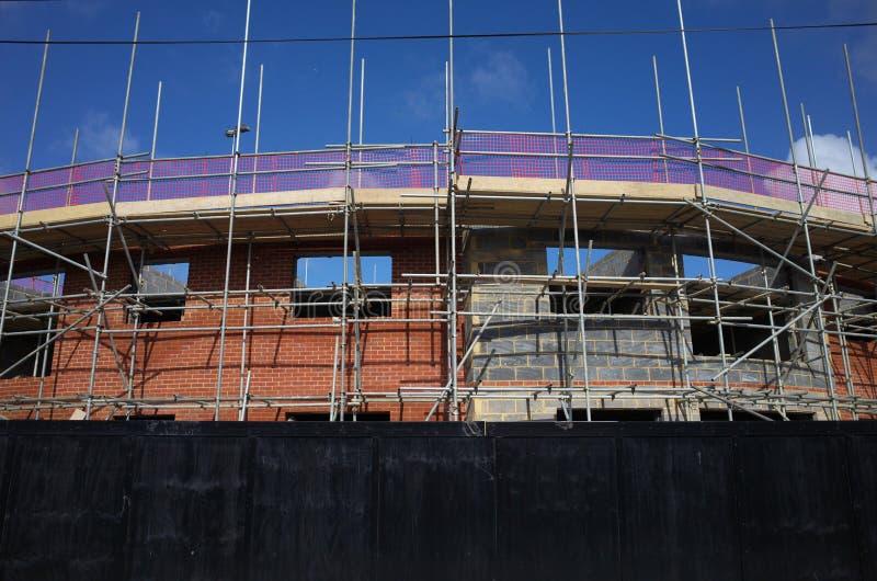 Download Baugerüst Auf Neuen Häusern Im Bau In England Redaktionelles  Stockfotografie   Bild Von Metall,