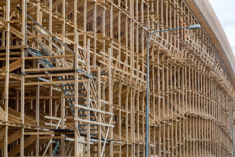 Baugerüst im Bau der Überführung stockfoto