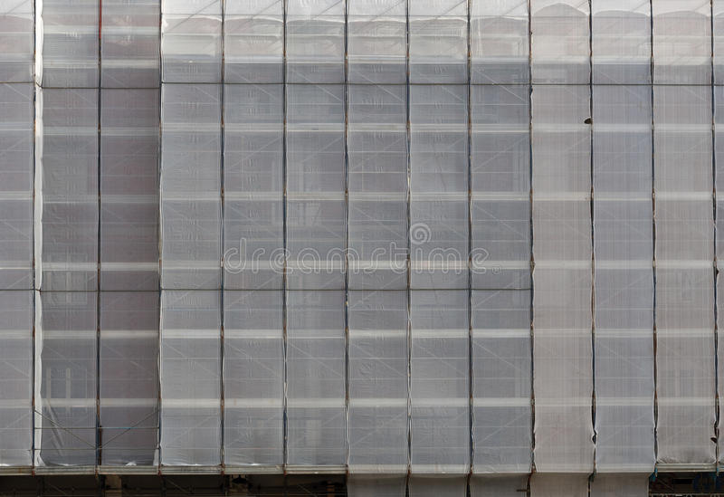 Baugerüst unter Abdeckungen, Planen, Verpackungen lizenzfreie stockfotografie