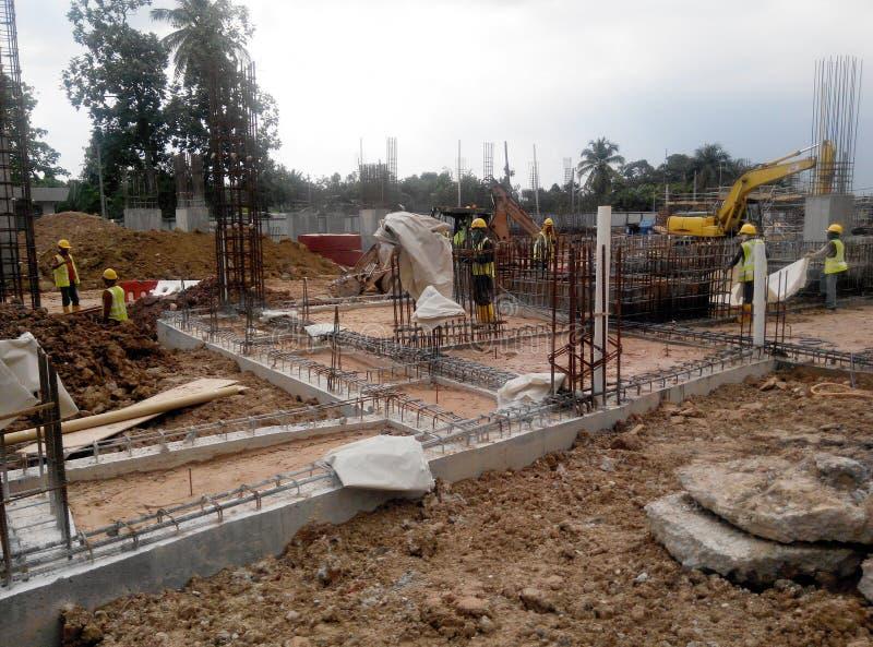 Baugrundstückstrahl im Bau stockbild