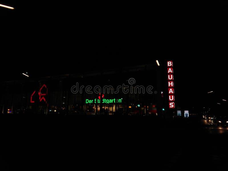 Bauhauslageryttersida på natten royaltyfri fotografi