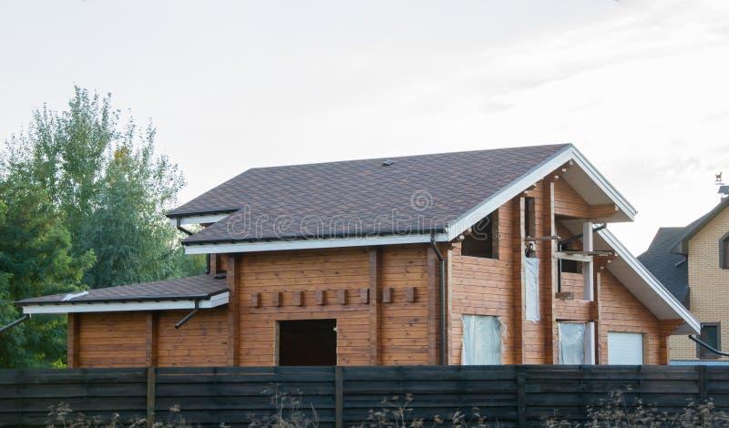 Bauholzhaus im Bau lizenzfreie stockfotografie
