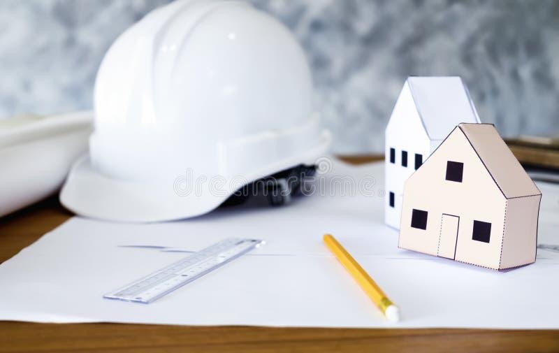 Bauingenieur- und Architektenarbeitsdesktop stockfoto