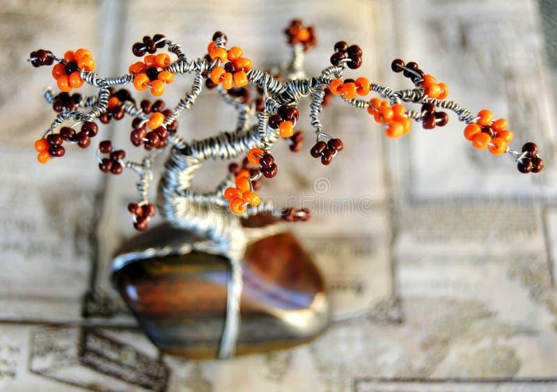 Baum auf Jaspisedelstein lizenzfreie stockfotos