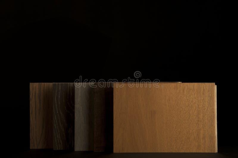 Baumaterialien Konzept Hölzerner lamellenförmig angeordneter Parkettholzfußboden lizenzfreies stockfoto