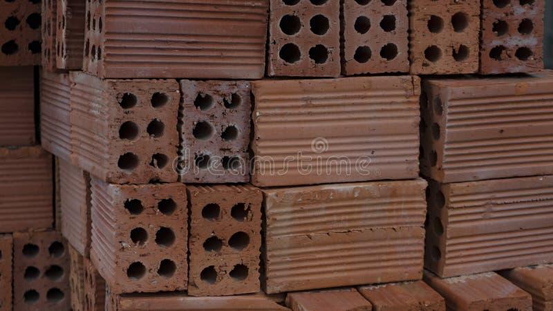 Baumaterialziegelsteine gestapelt auf einer Palette! lizenzfreies stockbild