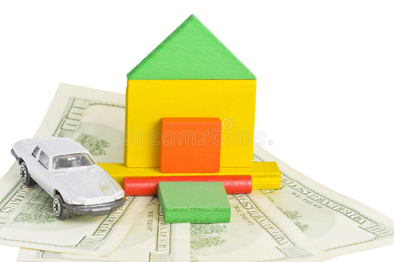 Baumuster des Hauses und des Autos, die auf Geld stehen stockbilder