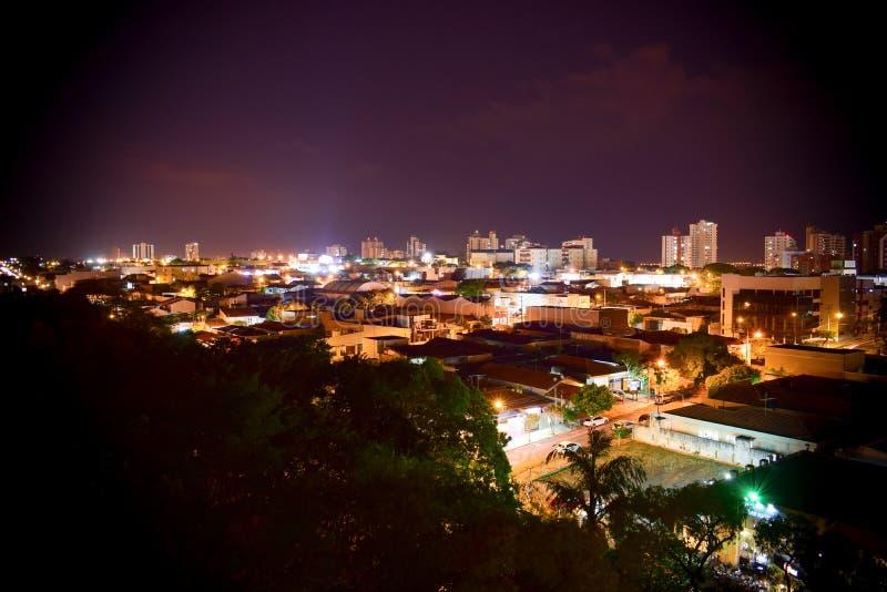 Bauru Brasilien på natten royaltyfri foto