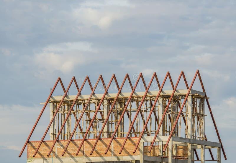 Baustahldach unter Verwendung der Stahlrahmen des Errichtens des Wohnungsbaus stockbilder