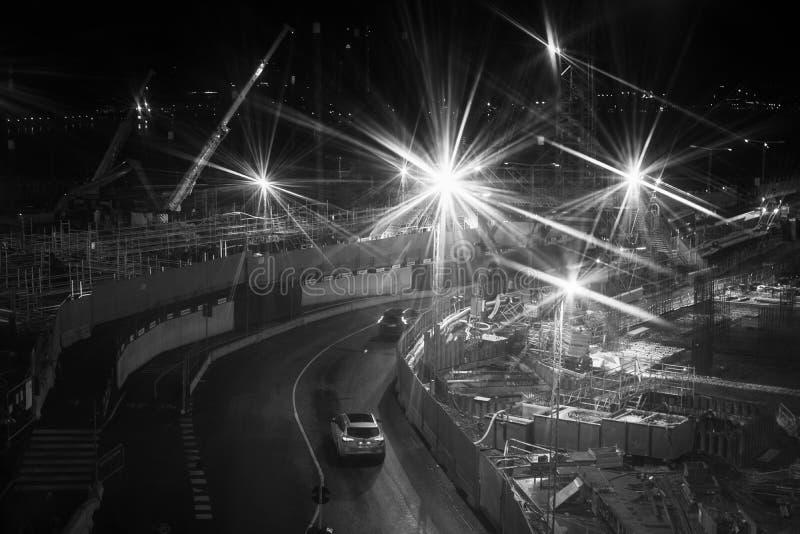 Baustelle für städtische Lichter över in der Stadt lizenzfreies stockbild