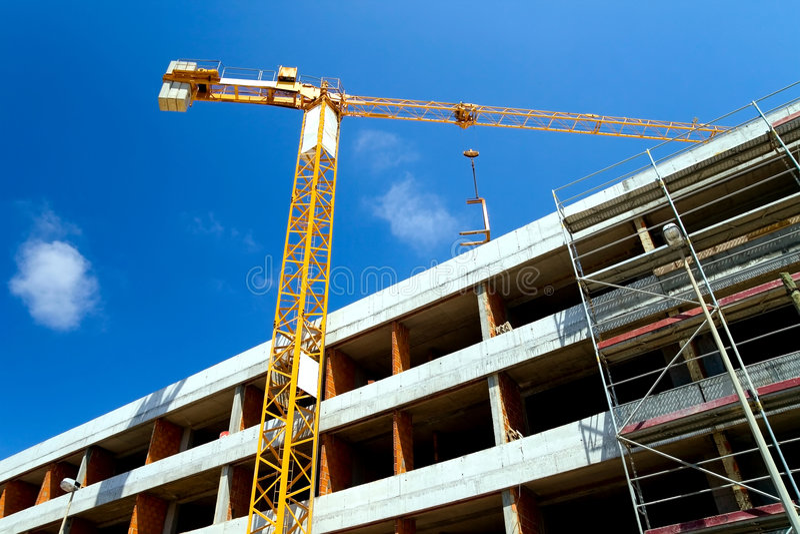 Baustelle mit Kran lizenzfreies stockbild