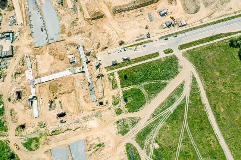 Baustelle mit Maschinerie Vogelperspektive der Straße im Bau stockfotografie