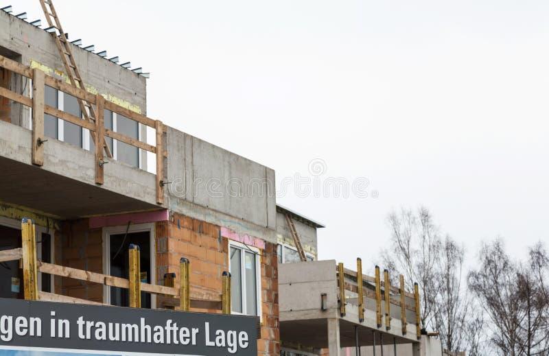 Baustellenschild, кондоминиумы стоковая фотография