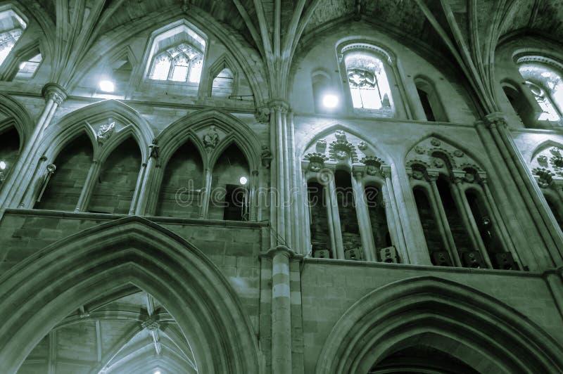 Baustil-Bögen in Kirchenschiff-Worcester-Kathedrale stockbild