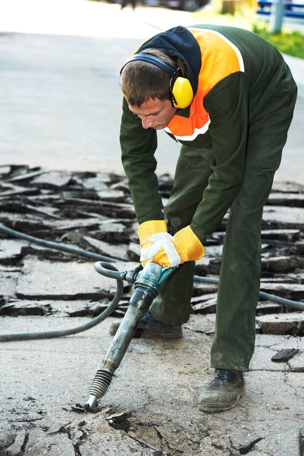 Baustraßenarbeiten mit Anschlaghammer stockfotografie