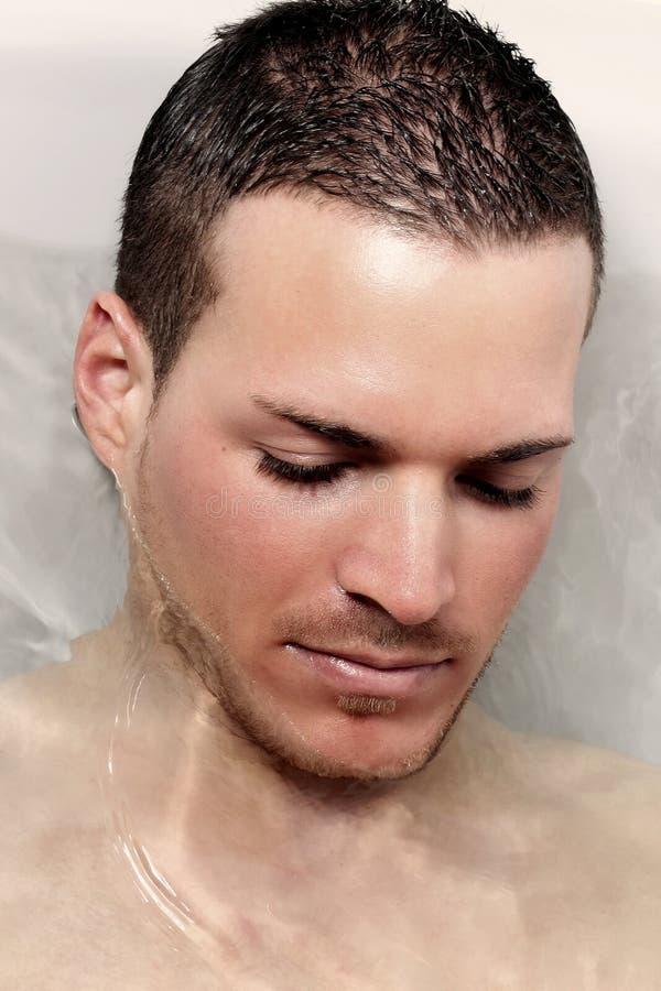Bautiful jonge mens onderwater royalty-vrije stock fotografie