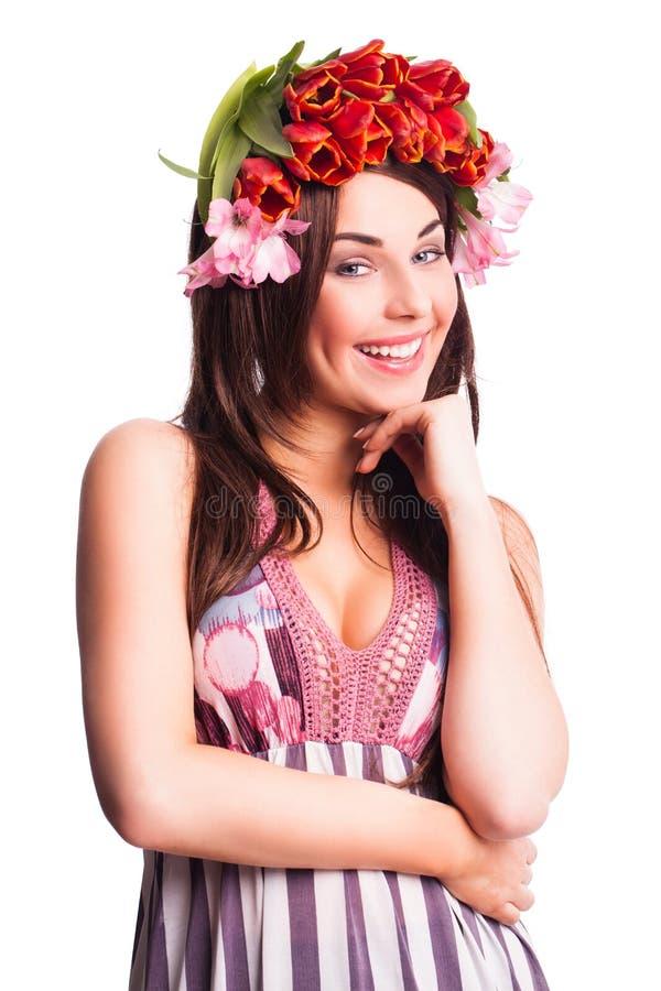 Bautiful kvinna med tulpanhårgarnering arkivfoton