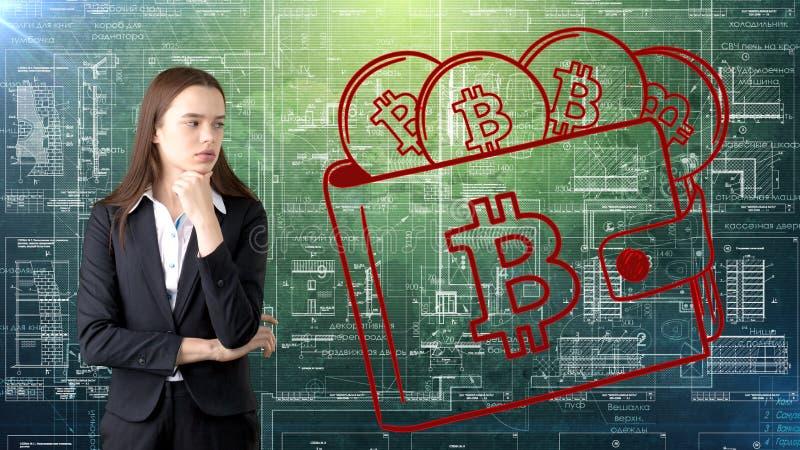 Bauty站立在与Bitcoin商标的衣服的女商人说明使用换或汇款的bitcoin 免版税库存照片