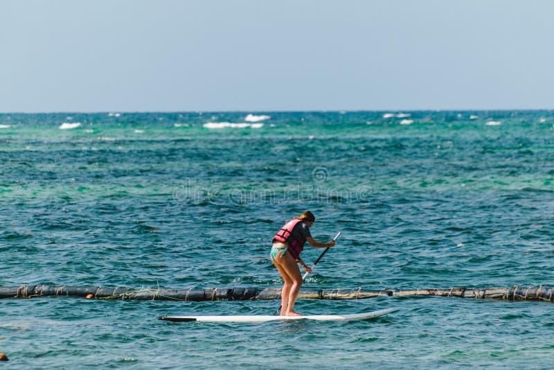 Bavaro海滩的女孩在蓬塔卡纳,多米尼加共和国 库存图片