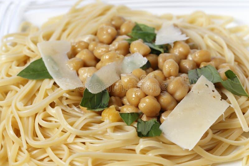 Bavette面团和鸡豆膳食特写镜头 图库摄影