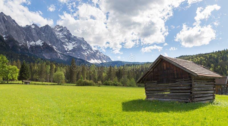Baviera Alemania de Garmisch-Partenkirchen del panorama de Zugspitze foto de archivo libre de regalías