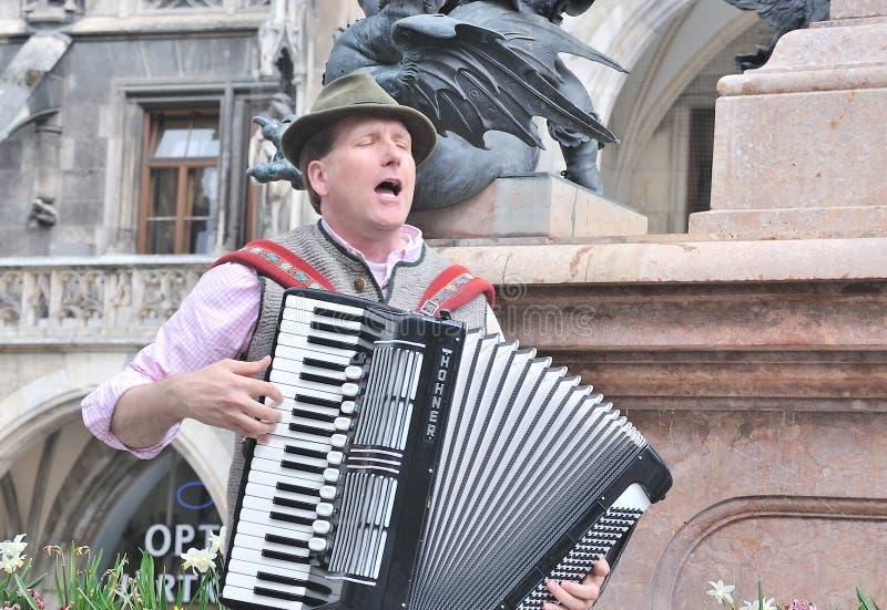 Bawarska muzyk sztuka na akordeonie zdjęcie royalty free