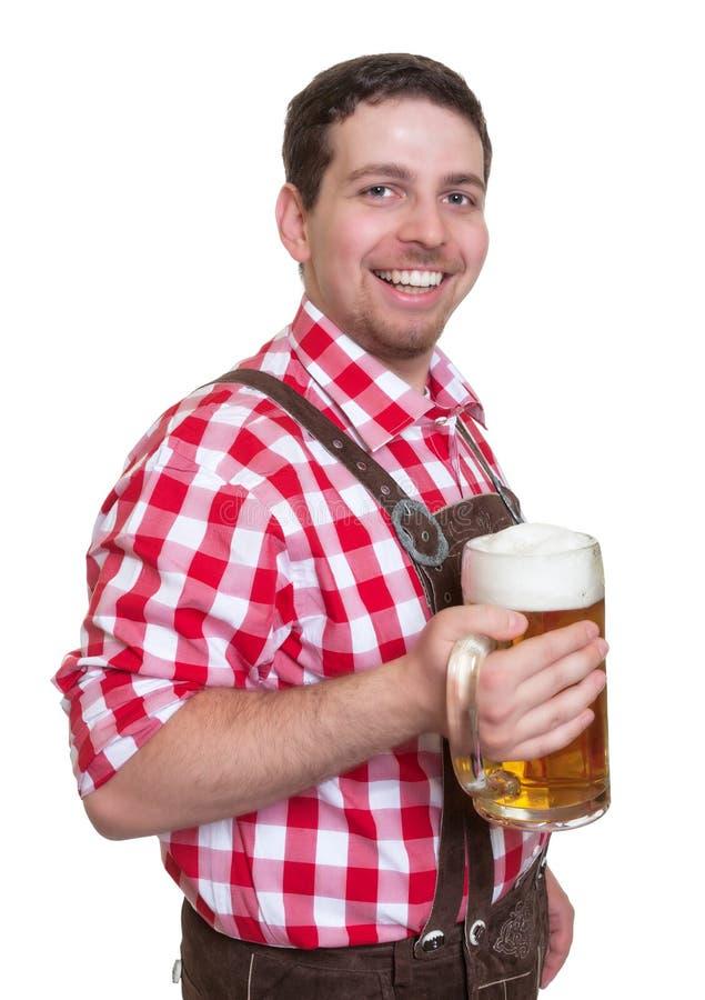 Bawarski mężczyzna z skórą dyszy pijący piwo od kubka zdjęcie royalty free