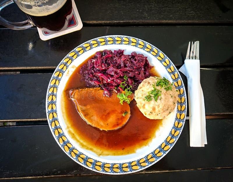 Bawarski Sauerbraten wołowina, chlebowe kluchy zdjęcie stock