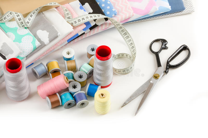 Bawełniana tkanina, krawiecka pomiar taśma i cewy bawełniany thre, zdjęcie stock