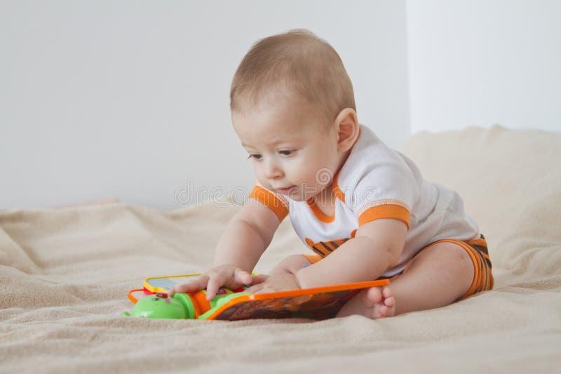 Bawić się dziecka obraz stock