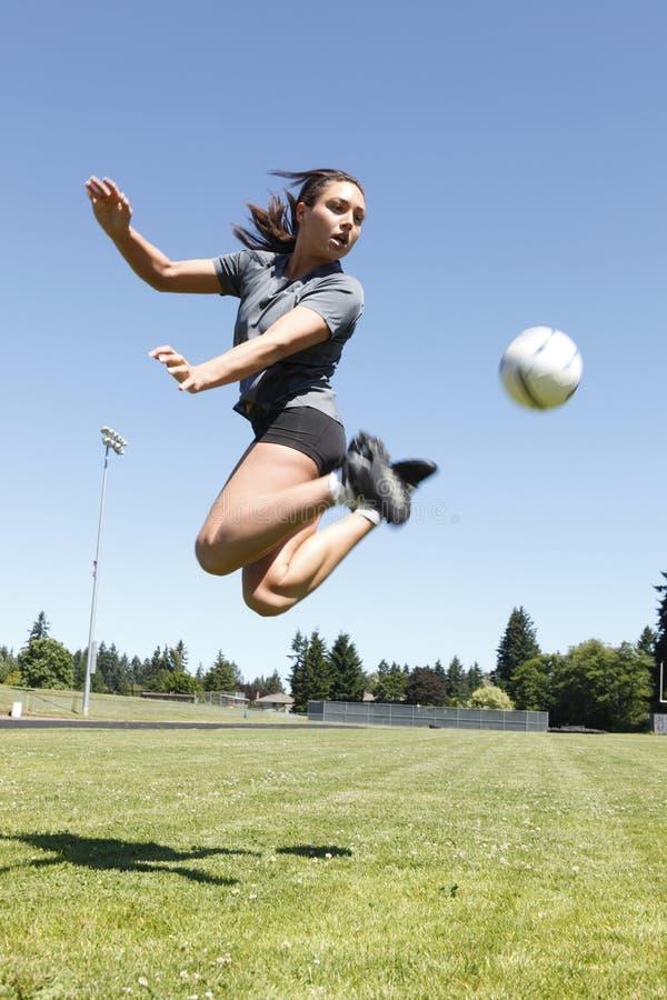 bawić się piłki nożnej kobiety potomstwa zdjęcie royalty free