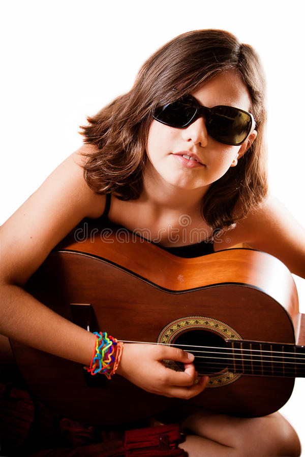 bawić się potomstwa dziewczyny gitara fotografia royalty free