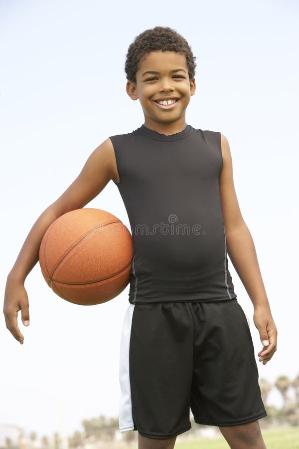 bawić się potomstwa koszykówki chłopiec zdjęcia royalty free