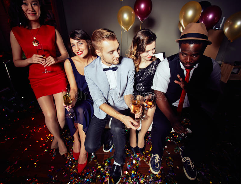 Bawić się przy noc klubem zdjęcie royalty free