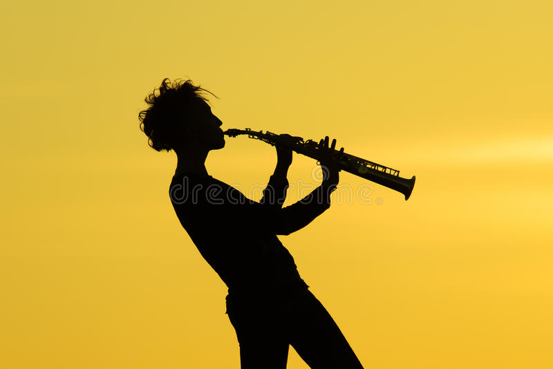 Bawić się saksofonową sylwetkę ilustracja wektor
