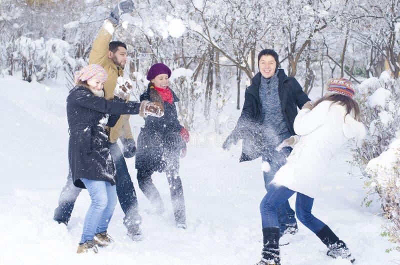 Bawić się w śniegu obrazy royalty free