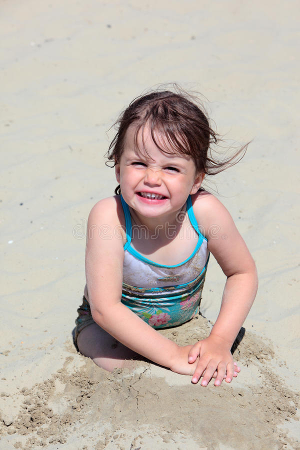 bawić się weymouth potomstwa plażowa dziewczyna zdjęcia royalty free