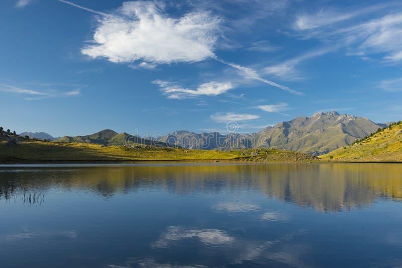 Download Bawi Się Górę, Jeziorny Piedrafita, Huesca Pyrenees Zdjęcie Stock - Obraz złożonej z dolina, wysoki: 57651348