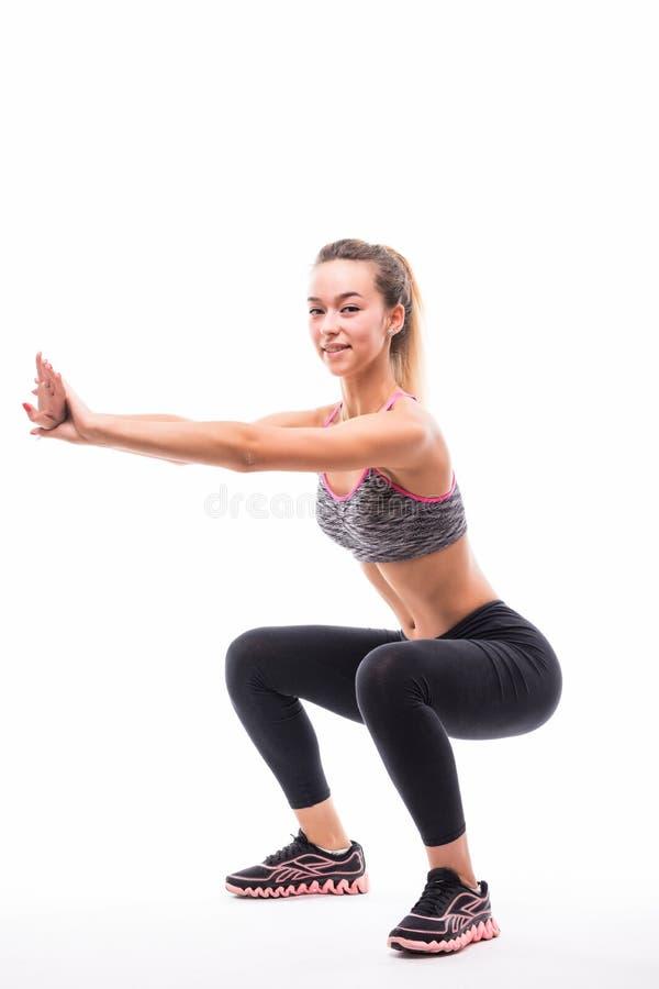 Bawi się sprawności fizycznej kobiety, młoda zdrowa dziewczyna robi pękatym ćwiczeniom, pełny długość portret nad białym tłem obrazy royalty free
