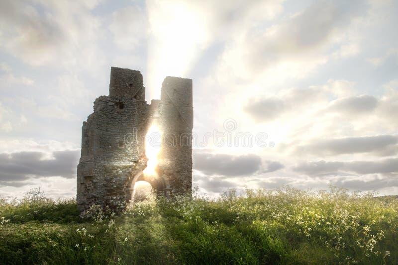 Bawsey与etherreal阳光的教会废墟在诺福克 库存图片