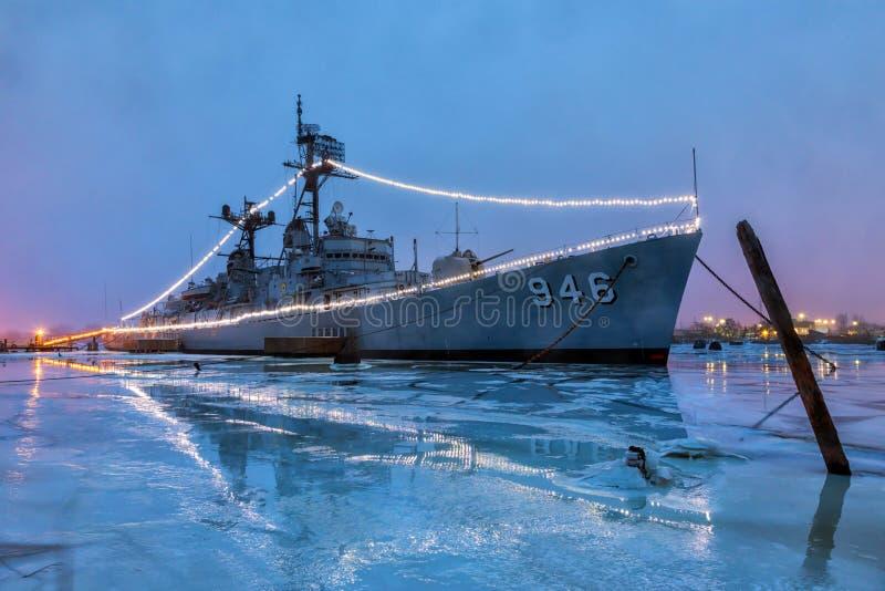 BAY-CITY, MICHIGAN, USA 10. Januar:- USS Edson nachts, ist Doc. stockbild