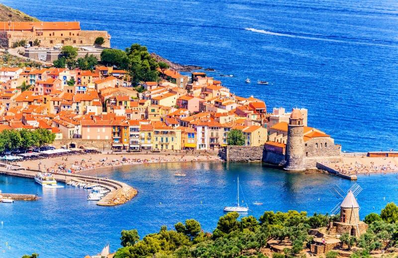 Bay City scenica e storica di Collioure-, a sud della Francia fotografia stock libera da diritti