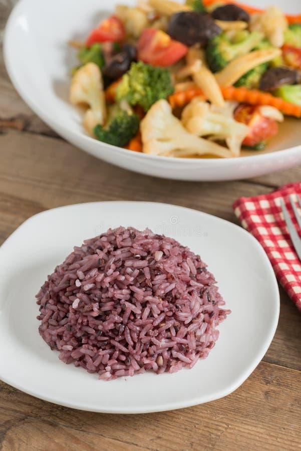 Baya del arroz con las verduras sofritas foto de archivo