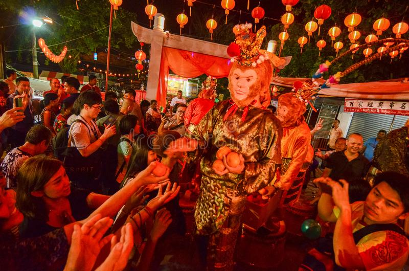 "BAYAN BARU, PENANG/MALAYSIA †""02 Februari 2016: De aapgod geeft stock foto's"
