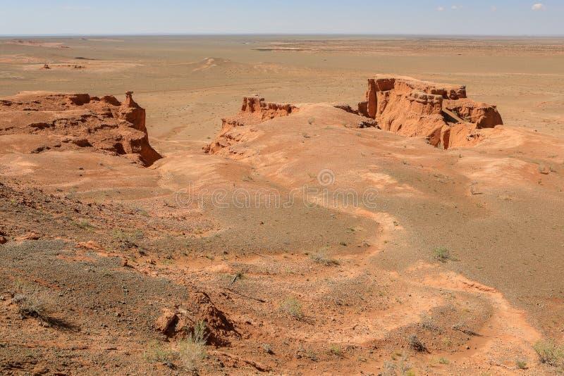 Bayanzag火焰状峭壁在戈壁,蒙古沙漠  免版税库存照片
