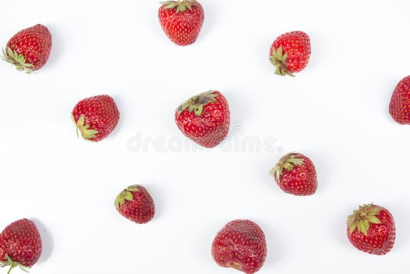 Bayas frescas de la fresa del diverso verano en un fondo blanco Antioxidantes, dieta del detox, frutas orgánicas Visión superior imágenes de archivo libres de regalías