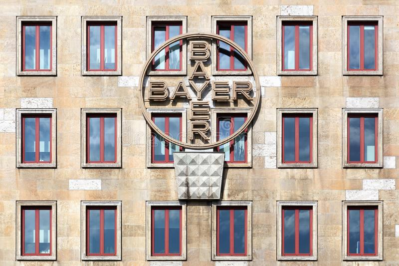 Bayer byggnad och kontor i Leverkusen, Tyskland royaltyfria foton